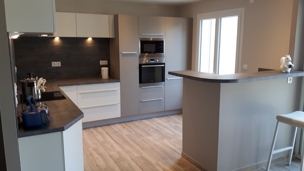 cuisine ouverte sur salon avec comptoir. Black Bedroom Furniture Sets. Home Design Ideas